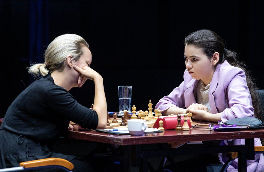 Im Juni war Aleksandra Goryachkina (20) durch das Kandidatenturnier gepflügt, Anfang 2020 wird sie um den WM-Titel spielen. Jetzt beim Grand Prix wollte sie an Elisabeth Pähtz vorbei, aber das war gar nicht so einfach. Die Deutsche wusste nämlich genau um Stärken und Schwächen ihrer Gegenspielerin. (Foto: David Llada)